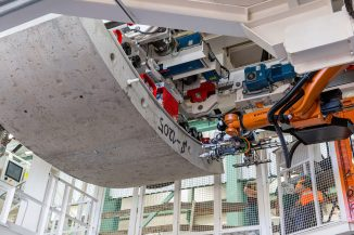 Krokodyl robot lifts TBM tunnel segment November 2020